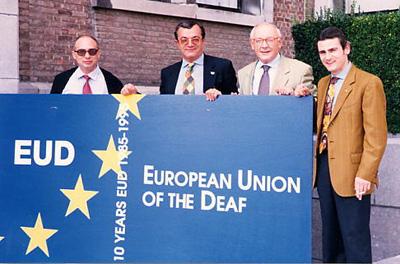Bruxelles 10° anniversario della Fondazione dell'Unione Europea dei Sordi (foto 1995). Marcioni fu uno dei fondatori della medesima Unione.