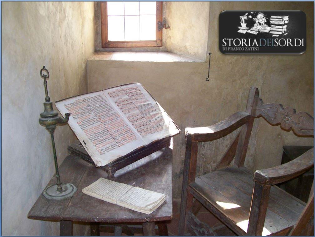 Libro antico in silenzio