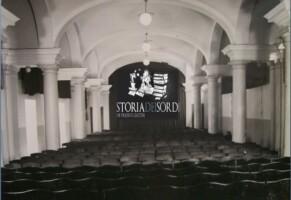 Roma, traduttrici per non udenti sul palco: attrice li sposta